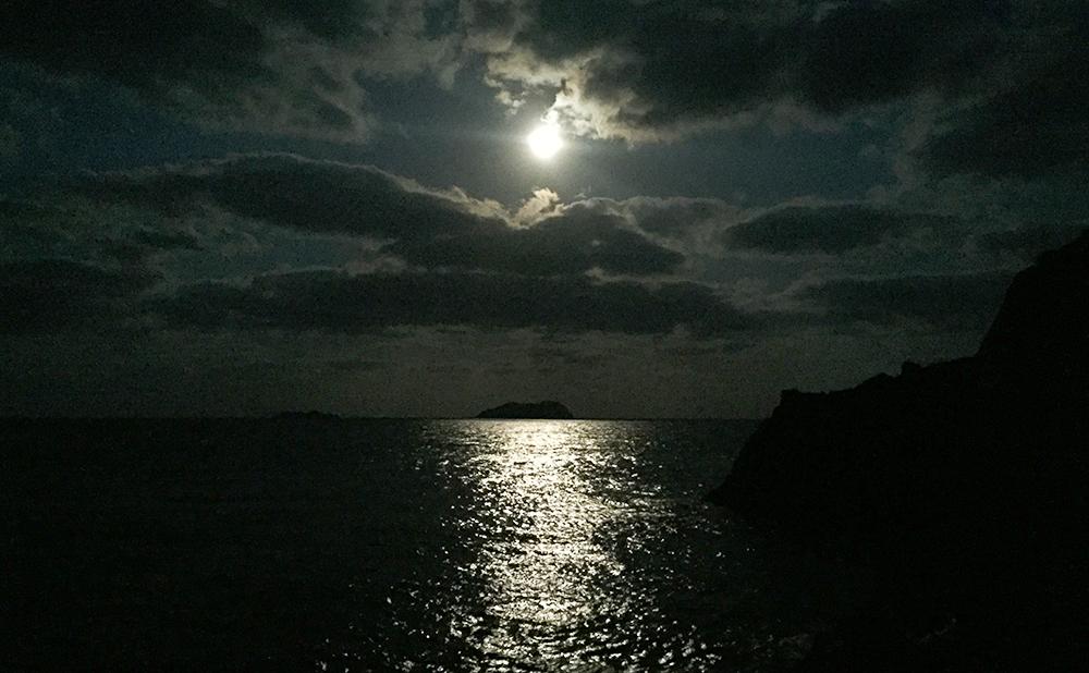 ホゲ島の満月