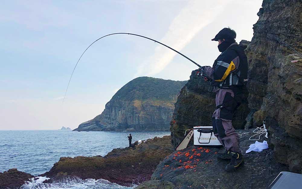 クリスマス前のクロ・ヒラマサ釣り(美良島:ビジャゴ)
