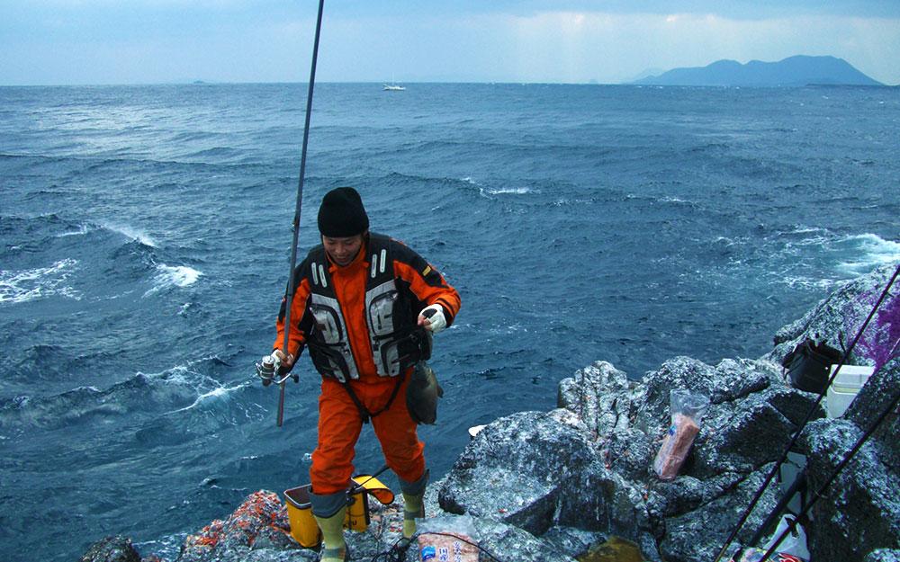 今年、好釣の古志岐三礁のロープ下へ
