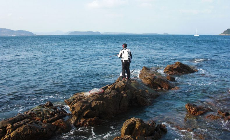 ノッコミチヌを狙い、強風の鷹島