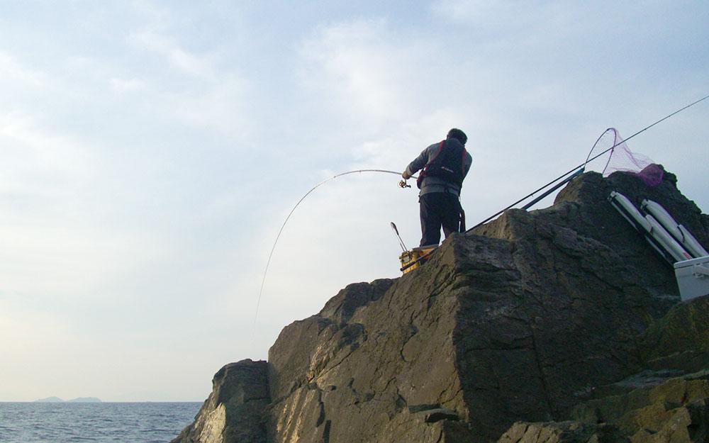 白瀬灯台で産卵直後のクロを狙う